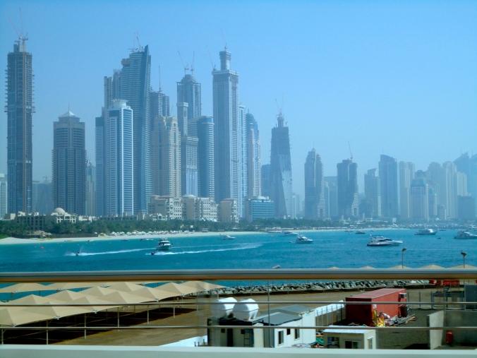 Pemandangan Daratan Dubai dari Palm Jumeirah