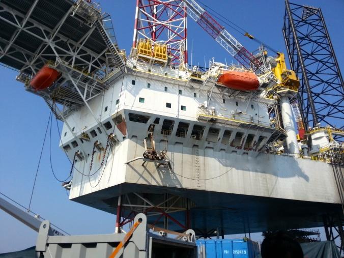 Banyak sumur-sumur offshore yang horizontal dan Extended-Reach. Asyik kayanya jadi Drill Eng offshore. Canggih!
