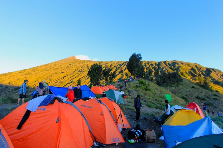 Summit view from Sembalun caldera rim campsite